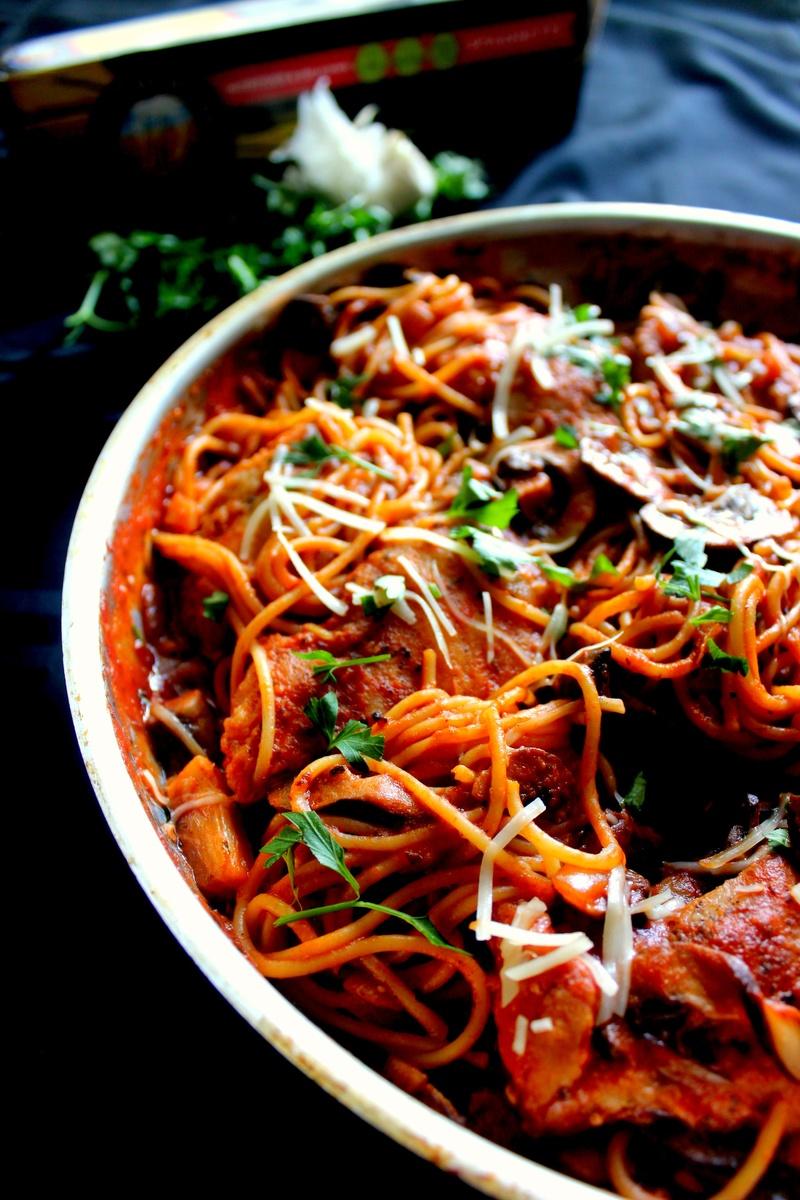 Chicken Amp Mushroom Spaghetti In Spicy Red Wine Tomato